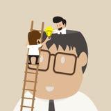 Buinessman op ladder om idee met een andere te delen royalty-vrije illustratie
