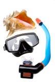 Buis voor duikend (snorkel), groot overzeese shell en masker Royalty-vrije Stock Foto