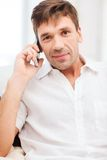 Buisnessman with cell phone Royalty Free Stock Photos