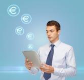 Buisnessman com PC da tabuleta e euro- ícones Imagem de Stock