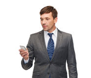 Buisnessman with smartphone Royalty Free Stock Photos