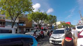 Buisy-Stadtstraße auf Borneo-Insel, Indonesien stock footage