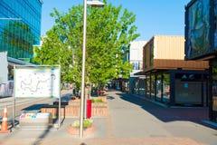 Buit de zone d'atelier avec des récipients d'expédition à Christchurch, Nouvelle-Zélande Photos stock