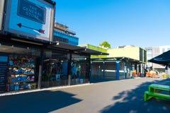Buit de zone d'atelier avec des récipients d'expédition à Christchurch, Nouvelle-Zélande Photographie stock libre de droits