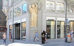 Buiten Chanel botique in Wenen stock foto