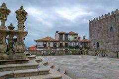 Buiten de Se-Kathedraal in Porto stad in Portugal stock foto