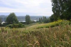 Buiten de stad - landelijk landschap Royalty-vrije Stock Foto's