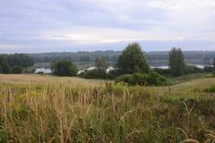 Buiten de stad - landelijk landschap Royalty-vrije Stock Foto