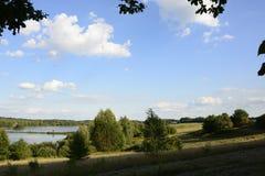 Buiten de stad - landelijk landschap Stock Foto