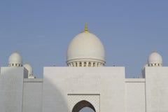 Koepels van de Grote moskee Abu Dhabi stock afbeeldingen