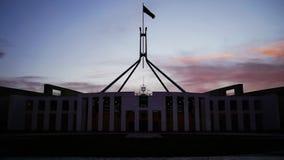Buiten het Parlement van de tijdtijdspanne Huis, Canberra Australië stock footage