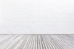 Buiten houten decking vloer en witte bakstenen muur Abstract Dec Royalty-vrije Stock Afbeelding