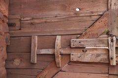 Buiten houten poort. stock foto