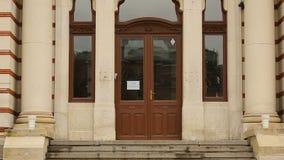 Buiten kijk van Centraal Mineraal baadt in Sofia, Bulgarije, bezienswaardigheid stock video
