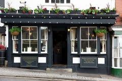 Buiten klassieke oude Bar in Londen Stock Foto's