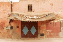 Buiten voorzijde van een winkel in Marrachesh Stock Foto's