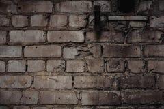 BuitenBakstenen muur met Bevlekte en Schil Witte Verf en Gebrande Muur royalty-vrije stock afbeelding