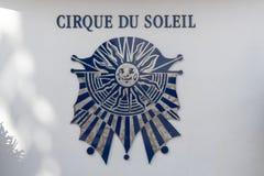 Buitenbeeld van het Cirque du Soleil -embleemteken stock foto's
