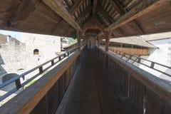Buitenbeschermingsmuur van Chillon-Kasteel, Zwitserland Royalty-vrije Stock Afbeeldingen