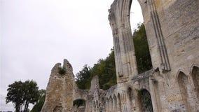 Buitendetailspriorij van Beaumont le Roger, Normandië Frankrijk, SCHUINE STAND stock videobeelden