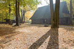 Buitenhuis in de herfst Royalty-vrije Stock Foto's