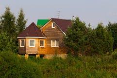 Buitenhuis op de bank van een reservoir Stock Foto's