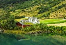Buitenhuizen in Noorwegen Stock Foto