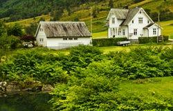 Buitenhuizen in Noorwegen Royalty-vrije Stock Foto's