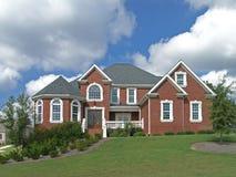 Het huis van de baksteen met wit balkon royalty vrije stock foto 39 s afbeelding 12797978 for Eigentijdse buitenkant