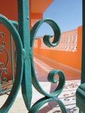 Buitenkant met groene leuningen Stock Foto