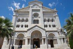 Buitenkant van de Kathedraal van Monaco (Cathedrale DE Monaco) in Monaco-Ville, Monaco stock afbeelding