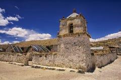 Buitenkant van de mooie Parinacota-dorpskerk, Putre, Chili Royalty-vrije Stock Foto