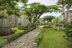 Buitenkant van de ruïnes van de Santiago Apostol-kerk in Cartago, Costa Rica Royalty-vrije Stock Foto