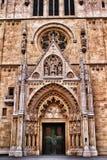 Buitenkant van een kathedraal in Zagreb, Kroatië stock afbeelding