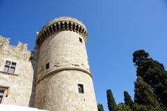 Buitenkant van een middeleeuws kasteel in het eiland van Rhodos stock afbeelding
