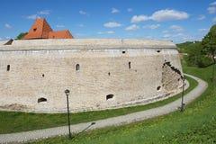 Buitenkant van het Barbacan-bastion van de oude stad van Vilnius, Litouwen stock foto