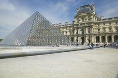 Buitenkant van het Louvremuseum, Parijs, Frankrijk Royalty-vrije Stock Foto's