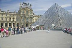 Buitenkant van het Louvremuseum, Parijs, Frankrijk Stock Foto's