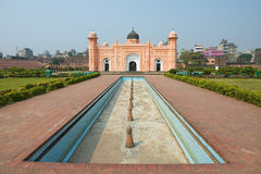Buitenkant van het Mausoleum van Bibipari in Lalbagh-fort, Dhaka, Bangladesh stock afbeelding