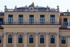Buitenkant van het Schonbrunn-Paleis, Wenen, Oostenrijk royalty-vrije stock afbeeldingen