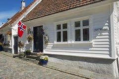 Buitenkant van het traditionele blokhuis in Stavanger, Noorwegen Royalty-vrije Stock Foto's