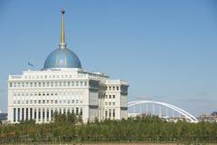 Buitenkant van het Voorzitterspaleis in Astana, Kazachstan royalty-vrije stock foto's