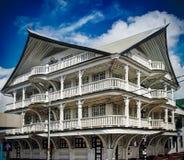 Buitenkant van huis in de historische stad van Paramaribo, Suriname stock fotografie