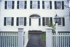 Buitenkant van huis in historische Deerfield in de Herfst, doctorandus in de letteren Royalty-vrije Stock Foto's