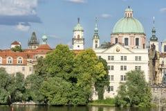 Buitenkant van Museum van Charles Bridge, Praag, Tsjechische Republiek wordt geschoten die Stock Foto