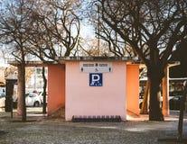Buitenkant van openbare toiletten Lissabon, Portugal Europa stock afbeelding