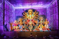 Buitenkant van verfraaide Durga Puja pandal, in Kolkata, West-Bengalen, India royalty-vrije stock foto's