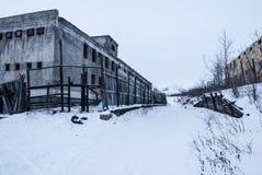Buitenkant van verlaten gevangenis Stock Foto's
