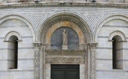 Buitenkanten van de Doopkapel van Pisa, Pisa, Italië Stock Foto's