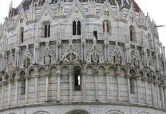 Buitenkanten van de Doopkapel van Pisa, Pisa, Italië Stock Foto